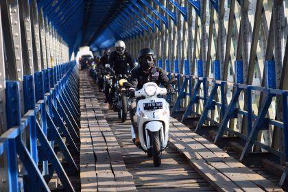Piaggio simPATI Motorbaik Adventure 2016
