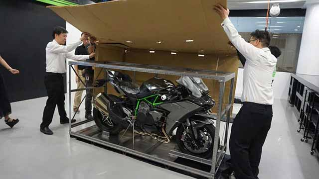 Kawasaki Ninja H2 Carbon Indonesia - Unboxing