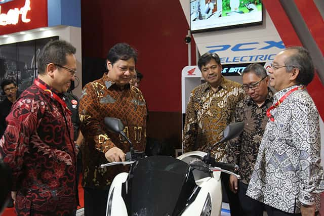 IIMS 2019 - Menteri Perindustrian Airlangga Hartarto di booth Honda