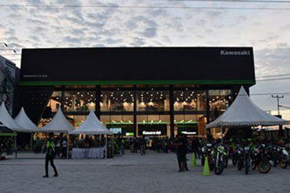 Showroom Kawasaki di Pekanbaru - Plaza Greentech