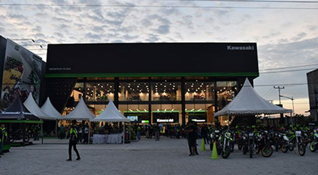 Showroom Kawasaki di Pekanbaru - Plaza Greentech