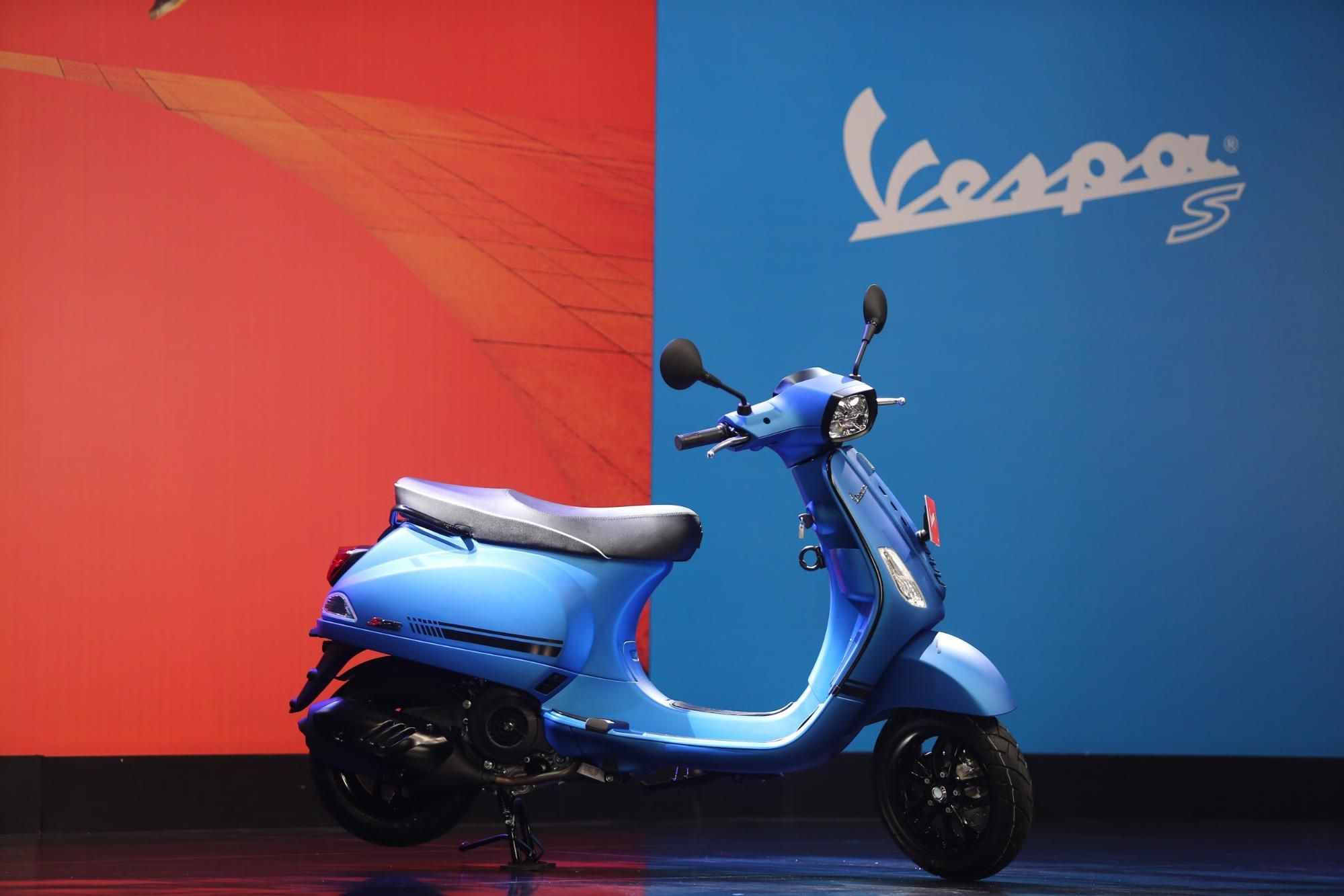 Vespa s 125 iget on blue and red background
