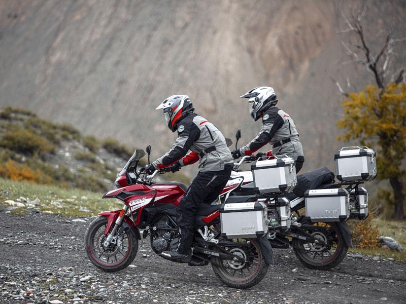 Motor adventure 250 cc Benelli