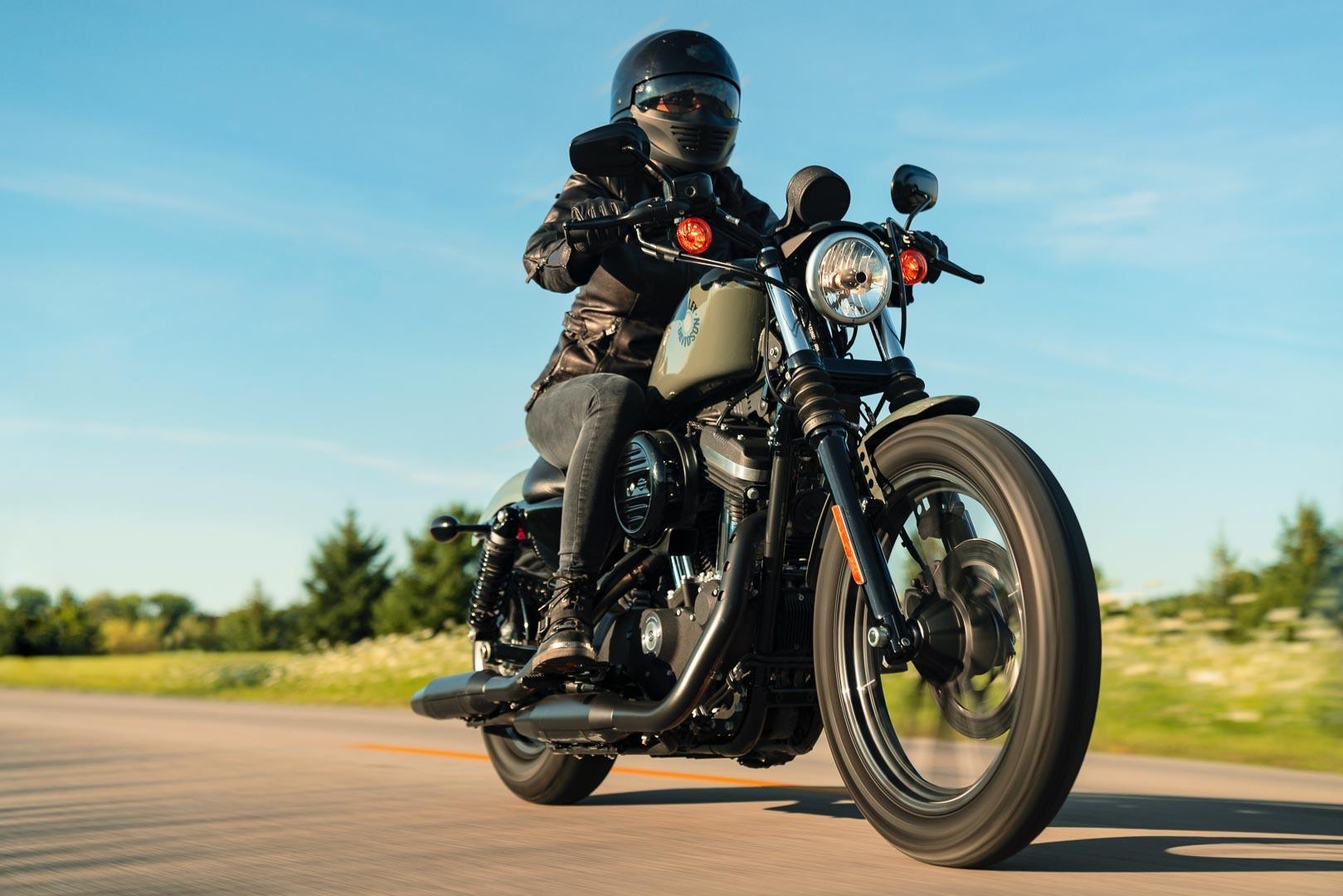 Harley-Davidson-Sportster-Iron-883
